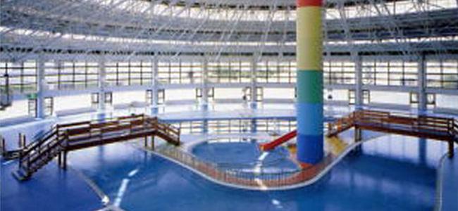 六供温水プールメイン風景